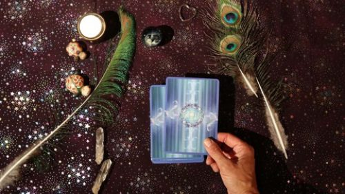 Oracle or Tarot Cards? Quick Start Guide: Choosing Your Deck